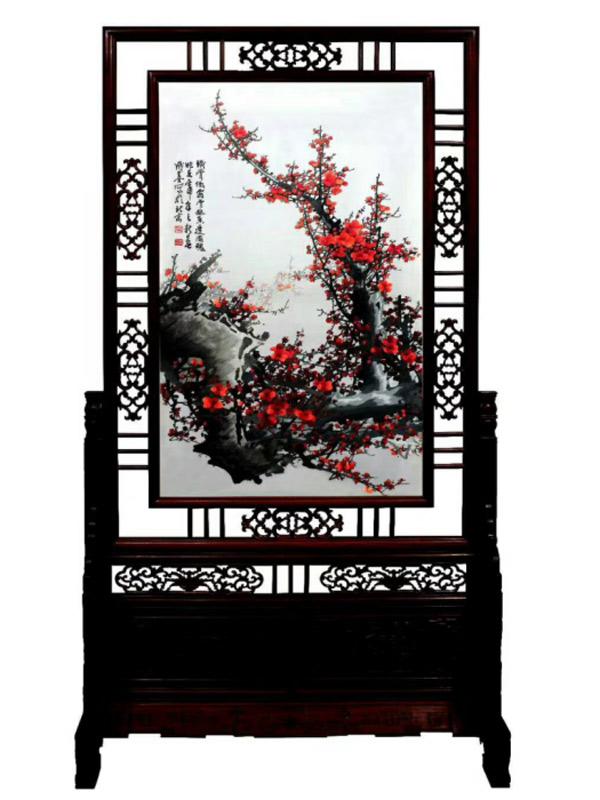 红花梨木框的竖幅刺绣屏风