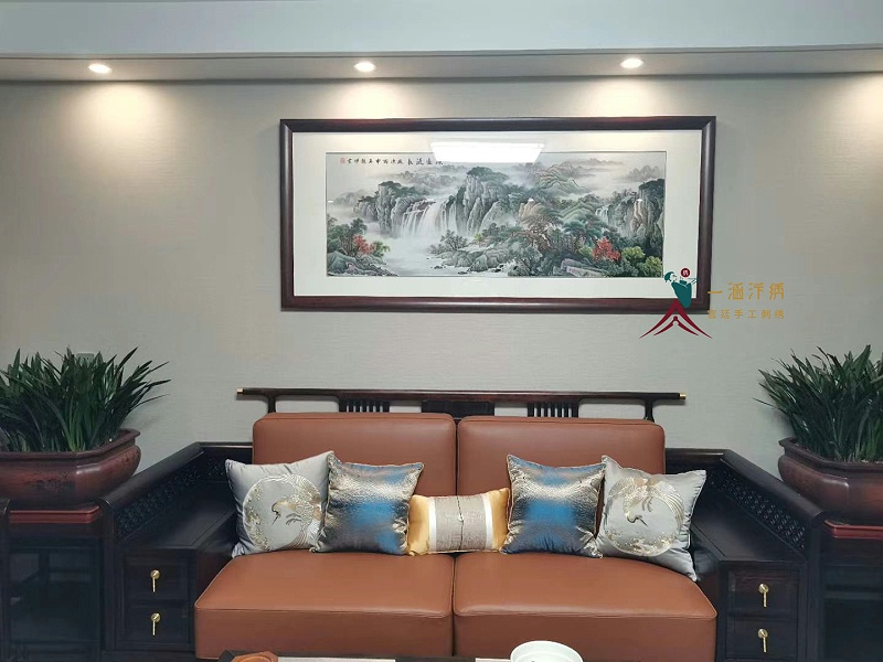 新房装饰画 客厅刺绣山水画 案例