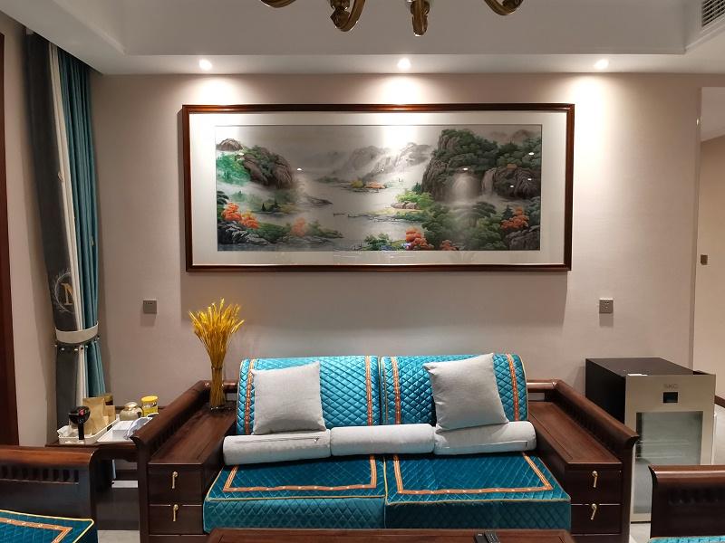 客厅沙发背景墙装饰画 刺绣聚宝盆图